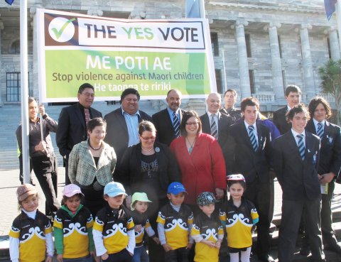 yesvote-parliament-group-photo